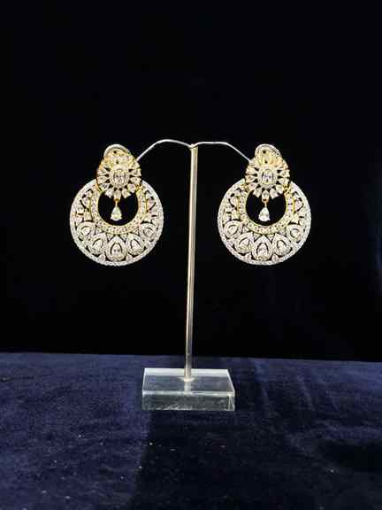 GOLD WITH DAIMOND EARING