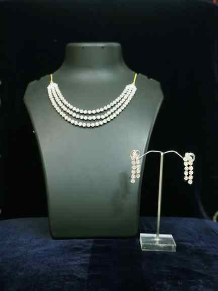 GOLD WITH DAIMOND SET
