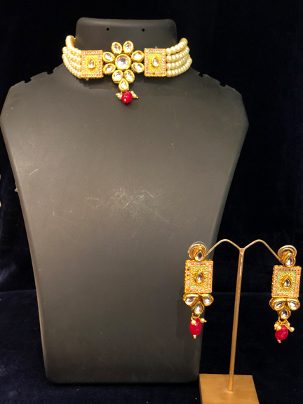 GOLD WITH MOTI SET