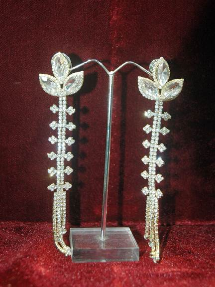 GOLD WITH DAIMOND LONG EARING