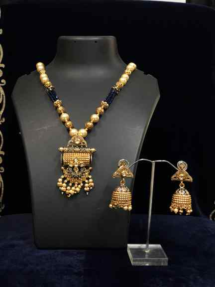 GOLD PENDAL WITH MOTI SET